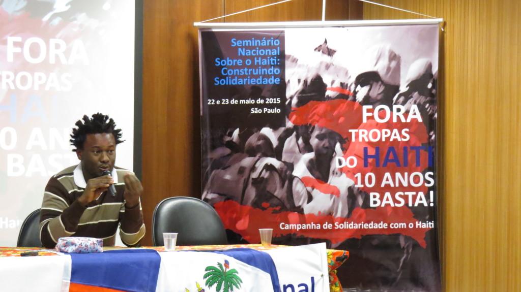 O haitiano Alix Georges fala no Seminário Nacional sobre o Haiti: Construindo Solidariedade, realizado em maio de 2015 em São Paulo. Foto: Miriane Peregrino